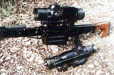 13-кратный прицел ПОС13х60 (на винтовке) и опытный прицел ночного видения ПКН-05 разработаны для комплектования В-94
