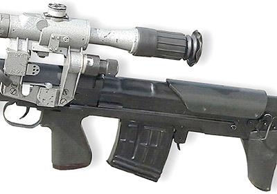 Вид ствольной коробки винтовки: хорошо виден кожух, закрывающий длинную спусковую тягу