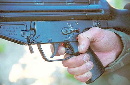 УСМ SG1 оснащён шнеллерным механизмом. Кнопка включения шнеллера расположена на передней поверхности рукоятки удержания за спусковым крючком. Шнеллер включается только при постановке переводчика режимов огня в положение «Е»