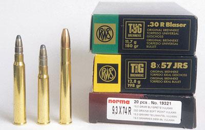 Три калибра винтовки Heym 26 В: .30 R Blaser, 8×57 IRS и 9,3×74 R (слева направо).
