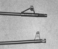 Стволы тестируемых карабинов: сверху ствол «ВЕПРЬ-308» с пламегасителем, снизу - ствол «САЙГИ-308» с пламегасителем
