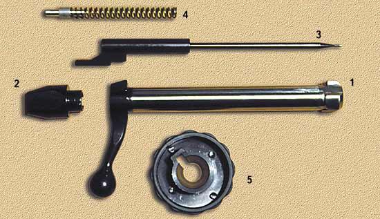 Затвор в разобранном состоянии: 1 - затвор; 2 - хвостовик затвора; 3 - ударник; 4 - боевая пружина; 5 - спецключ