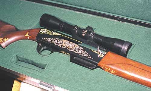 Красавец «Изюбр» - самозарядный охотничий карабин под патрон 7,62х51 (.308 Win). Да это не «девятка», но хороший пример, как конструктора «Ижмаша» могли и могут решать задачу создания самозарядного нарезного оружия, выполненного в классическом охотничьем стиле