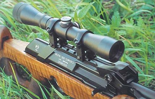 Поскольку «Вепрь-308 Супер Спорт» создан специально для высокоточной стрельбы, кронштейн для крепления оптического прицела доработан и имеет опорные поверхности в задней части