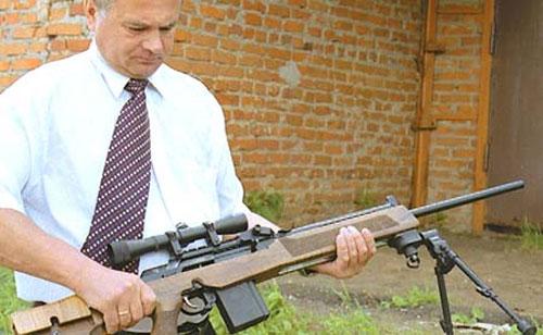 Генеральный директор ВПМЗ «Молот» с карабином «Вепрь-308 Супер Спорт»