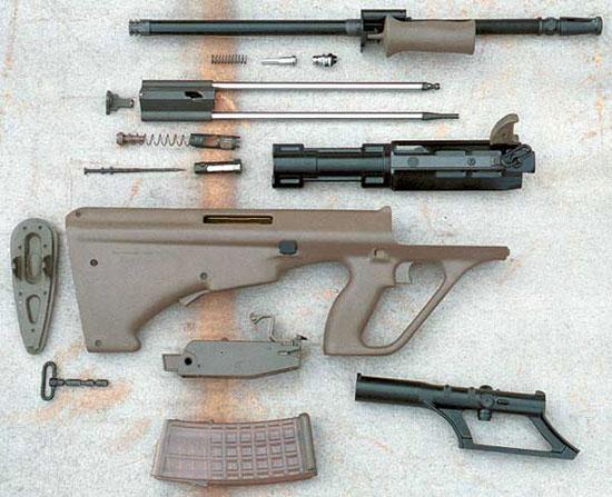 Детали неполной разборки охотничьего карабина AUG, сертифицированного в России