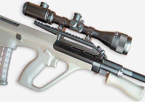 Нештатный оптический прицел установленный на карабин с помощью специального кронштейна-переходника