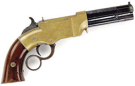 «ВУЛКАНИК» БЫЛ ПЕРВЫМ. Сам пистолет крайне интересен. Это первое оружие с рычажным механизмом и подствольным трубчатым магазином. Перезарядка его производилась рычагом, аналогичным скобе Генри, но под один палец — для пистолета такая система выглядит вполне логичной. В наше время можно встретить реплики «Вулканика» под унитарный патрон. Эти реплики пользуются заслуженной популярностью у любителей оружия Дикого Запада.