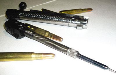 Затвор CZ550 разобран: боевые упоры, выбрасыватель, боевая пружина и ударник