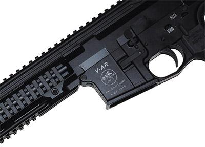 Фирменный знак V-AR— жалящая оса. Он нехарактеризует каких-то скрытых  свойств оружия. Все гораздо проще: фамилия основателя производства этих  карабинов Восадка переводится счешского именно как оса.