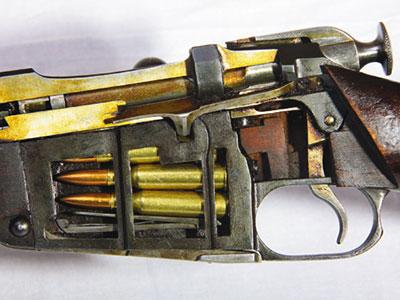 Принятие новой многозарядной винтовки на вооружение армии было жизненно необходимо для обеспечения безопасности нашей Империи.