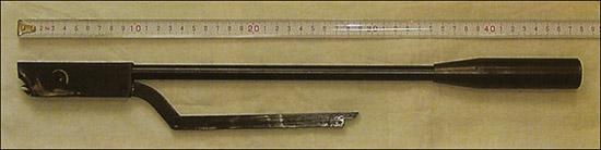 Для погашения хаотических вибраций боевой пружины на ствол должен быть навинчен надульник.