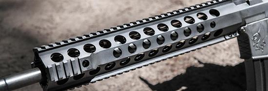Фирменное консольное цевье обладает отличной жесткостью и эффективной вентиляцией ствола