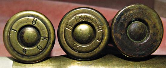 «Металлический патрон» для винтовок был революционен вконце  1860-хгг., его производство было весьма затруднительно. ВРоссии их  производили наСанкт-Петербургском ичастном Тульском патронных заводах.