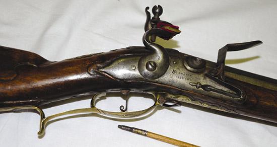 Клейма знаменитейших французских оружейников из Сент-Этьена Клода Пэра  иАнтуана Перрена Люжена назамке офицерского драгунского мушкетона.
