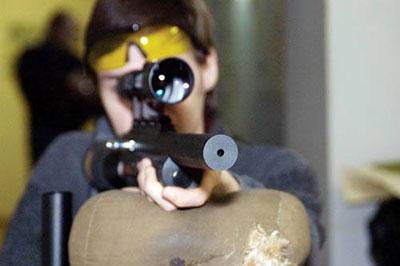 На охоте с пневматикой приходится держать неподалеку баллон со сжатым воздухом – винтовки требуют частой дозаправки