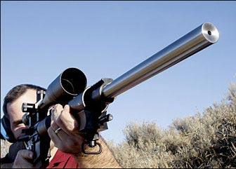 Тяжёлый ствол винтовки SVR с нарезами, выполненными именно резцом, - один из главных факторов, обеспечивающих субминутную точность.