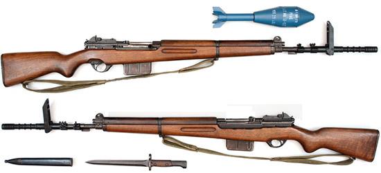 SAFN-49 с установленной направляющей для запуска винтовочных гранат, отсоединенным штык-ножом с чехлом и винтовочной гранатой