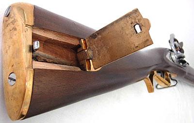 Вид на затыльник и емкость приклада Baker Rifle
