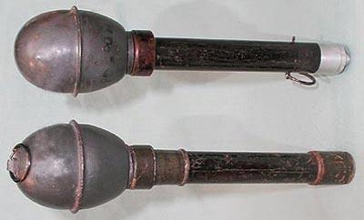 Wurfkorper 361 Leuchtpistole ранний (сверху) и модернизированный (снизу) варианты